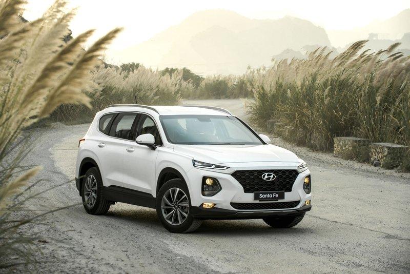 Ảnh chụp trước xe Hyundai Santa Fe 2019 trắng