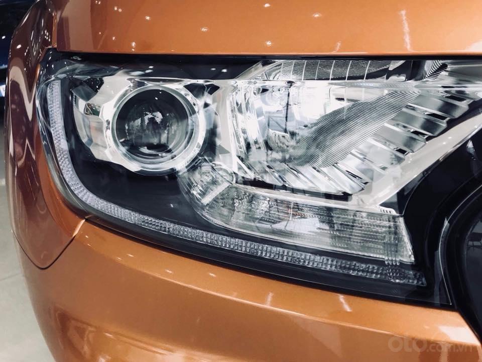 Đánh giá xe Ford Ranger 2019: Thiết kế đèn pha 1