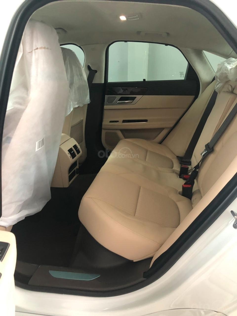 093 22222 53 - Bán giá xe Jaguar XF Prestige sản xuất 2018 - 2019 màu trắng, màu đỏ, đen giao xe ngay-1