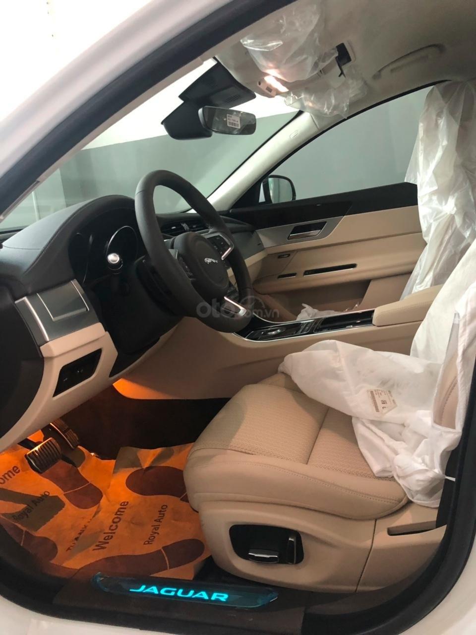 093 22222 53 - Bán giá xe Jaguar XF Prestige sản xuất 2018 - 2019 màu trắng, màu đỏ, đen giao xe ngay-4