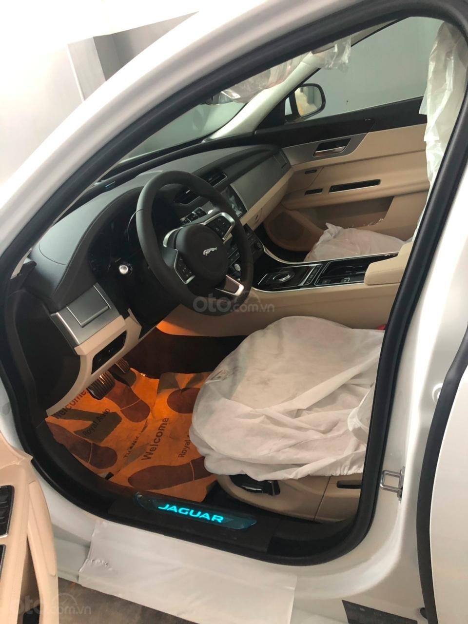 093 22222 53 - Bán giá xe Jaguar XF Prestige sản xuất 2018 - 2019 màu trắng, màu đỏ, đen giao xe ngay-3