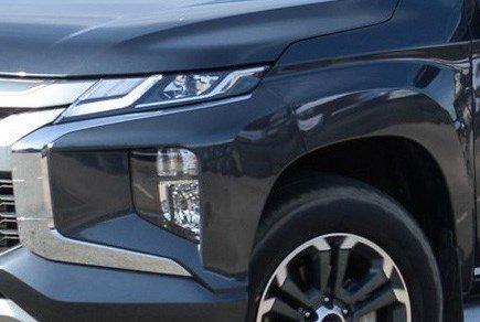 Mitsubishi Triton MIVEC 4x4 AT 2019 và Ford Ranger Wildtrak 4x4 AT 2018 về phần đầu 4