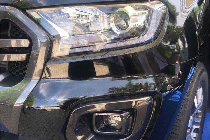 Mitsubishi Triton MIVEC 4x4 AT 2019 và Ford Ranger Wildtrak 4x4 AT 2018 về phần đầu 2