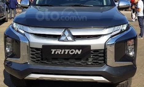 Mitsubishi Triton MIVEC 4x4 AT 2019 và Ford Ranger Wildtrak 4x4 AT 2018 về phần đầu 3