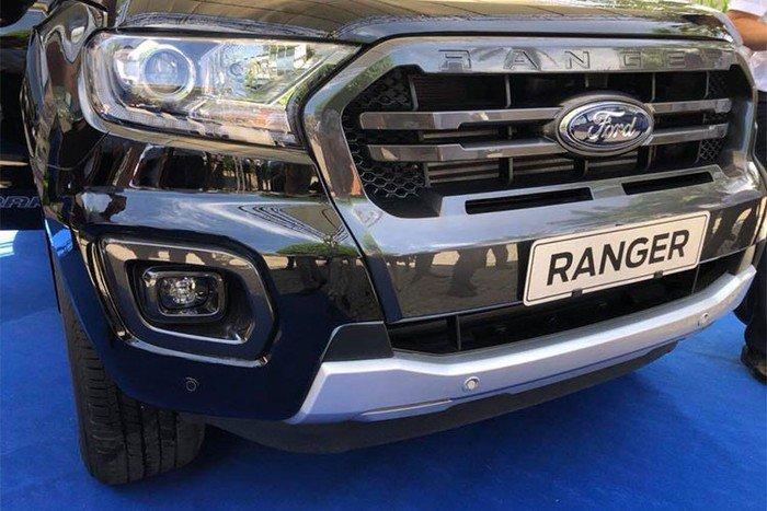 Mitsubishi Triton MIVEC 4x4 AT 2019 và Ford Ranger Wildtrak 4x4 AT 2018 về phần đầu 1