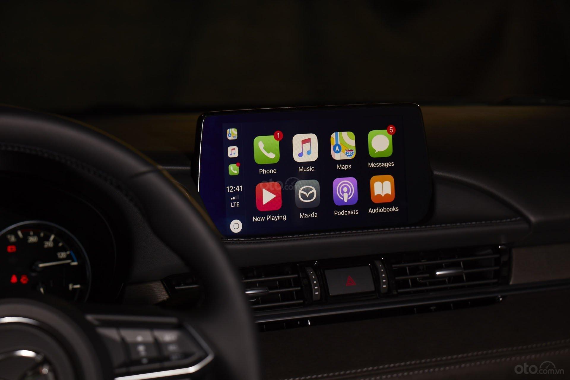 Cabin xe ô tô với Apple Carplay