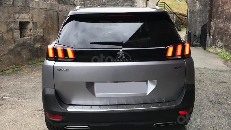 Đuôi xe Peugeot 5008 2019...