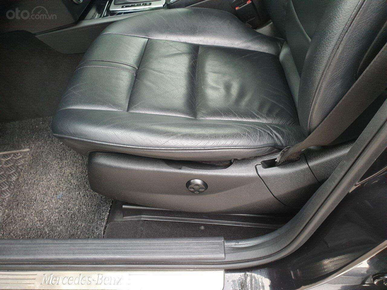 Cần bán Mercedes GLK300 đời 2009, màu đen (6)