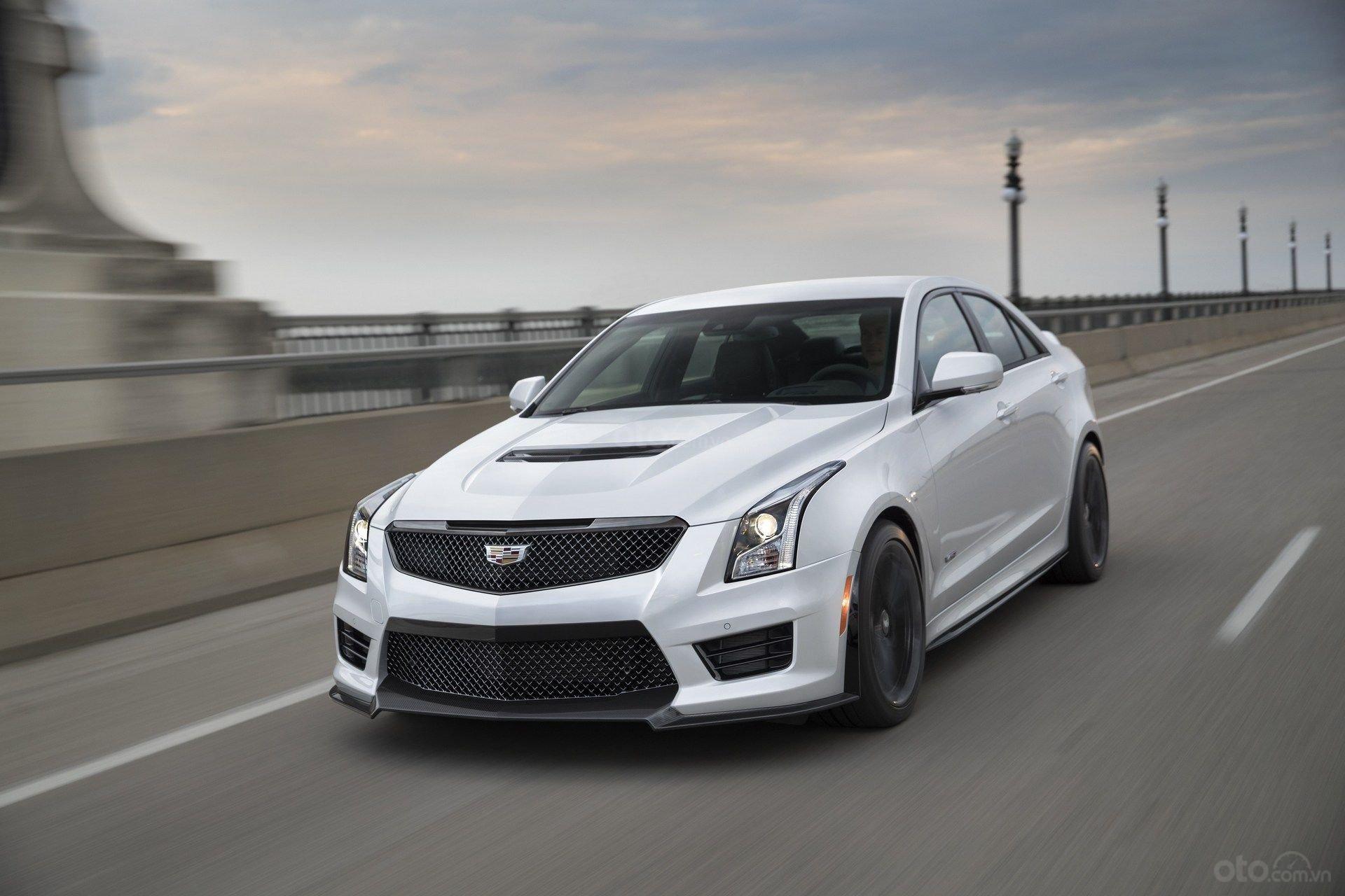 Cadillac ATS màu trắng