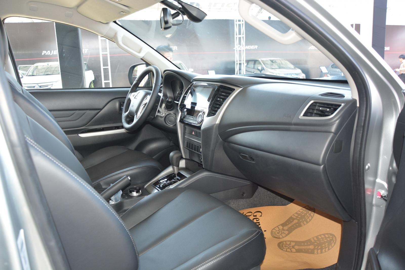 Ảnh chụp ghế phụ xe Mitsubishi Triton 2019