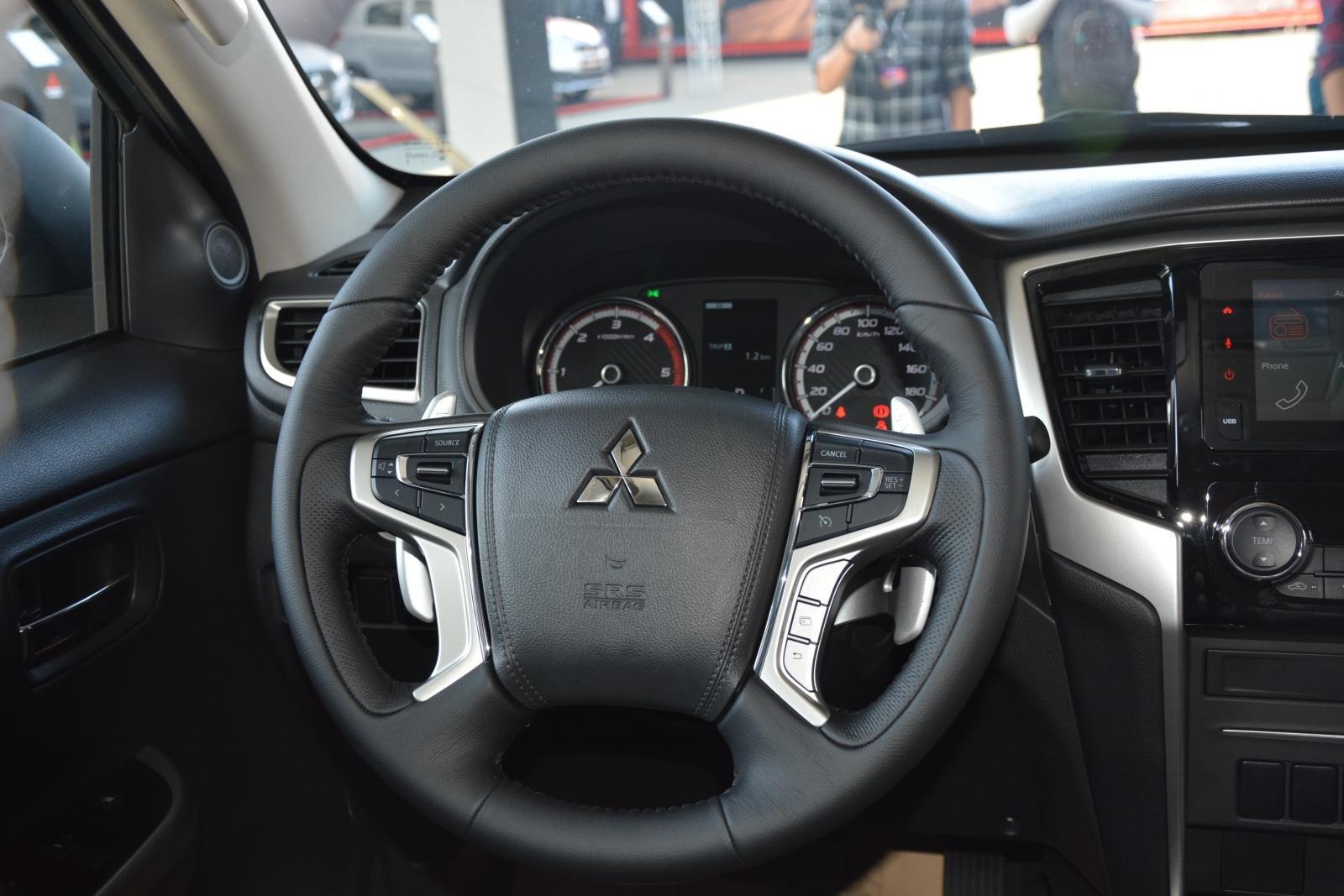 Ảnh chụp vô-lăng xe Mitsubishi Triton 2019