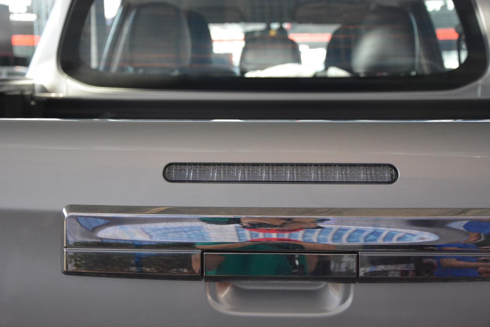 Ảnh chụp tay nắm cửa xe Mitsubishi Triton 2019
