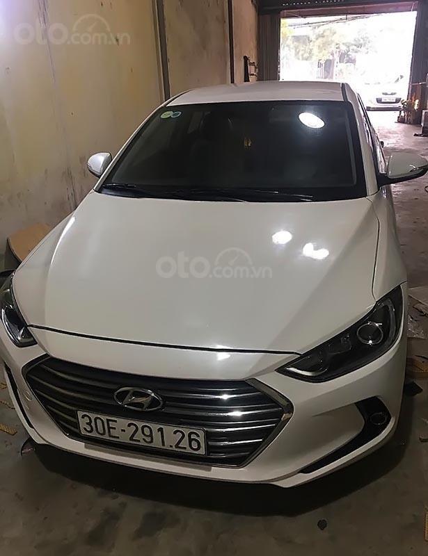 Cần bán lại xe Hyundai Elantra 1.6mt 2017, màu trắng như mới (2)