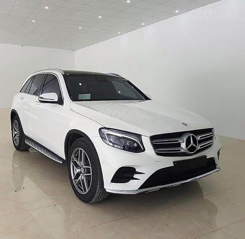 Cần bán xe Mercedes 300 4Matic đời 2018, màu trắng-0