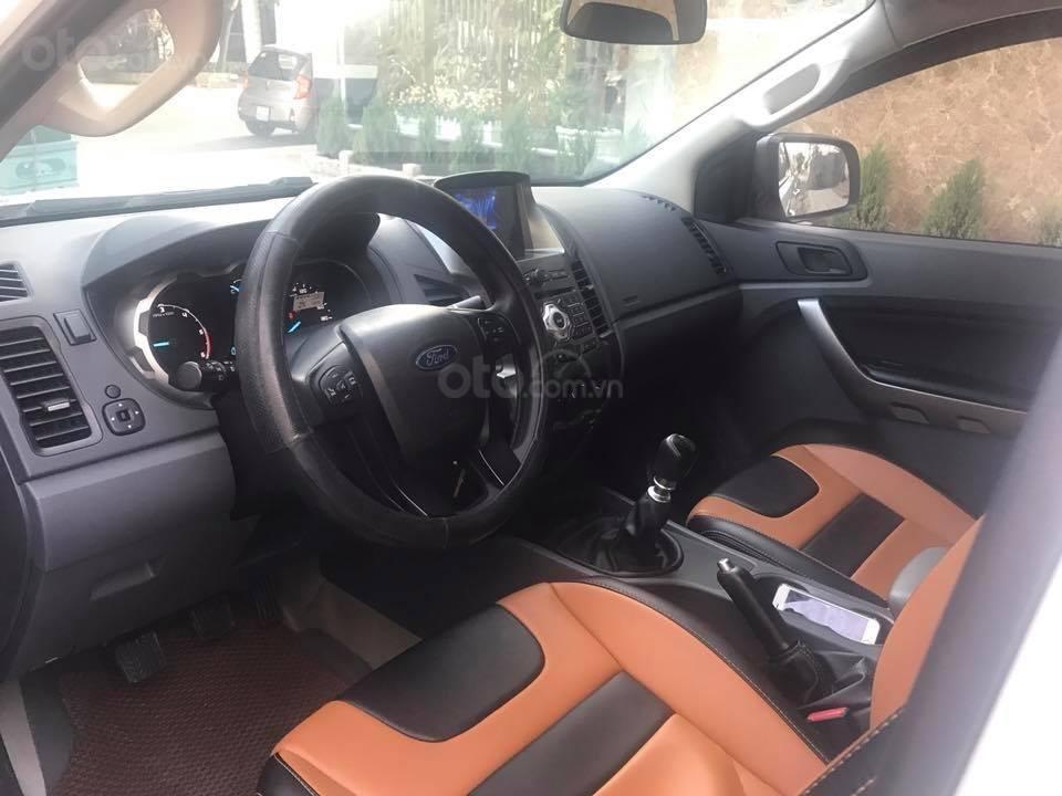 Cần bán xe Ford Ranger 2017, máy dầu, số sàn, màu trắng-4