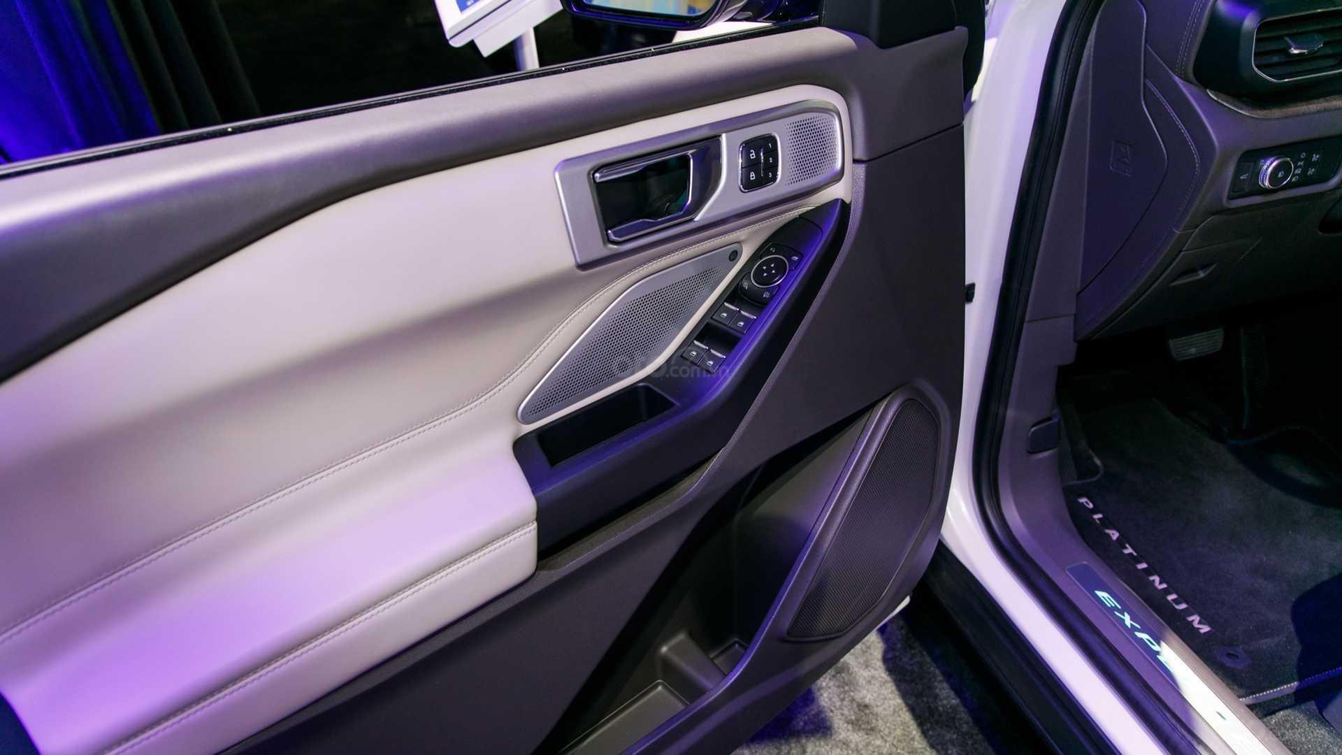 Cửa xe Ford Explorer 2020