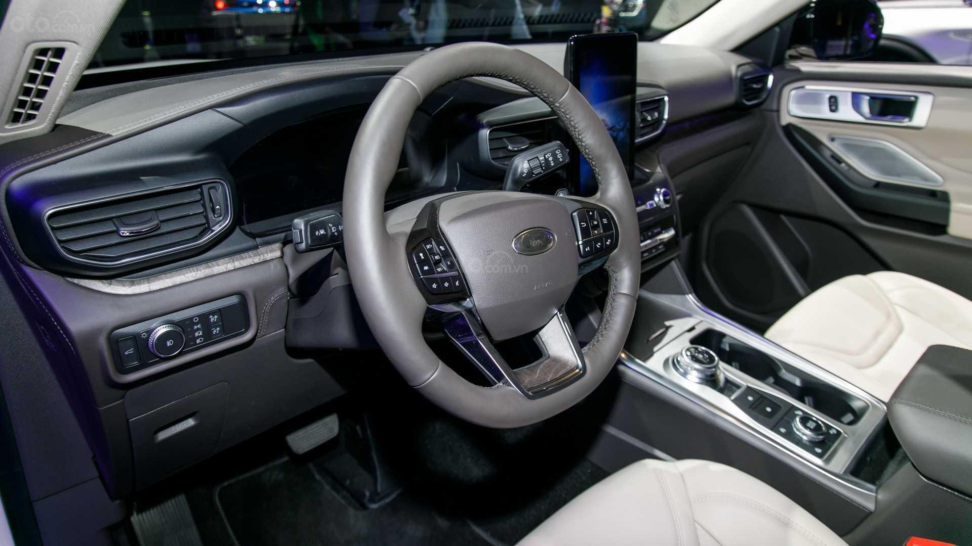 Vô lăng Ford Explorer 2020