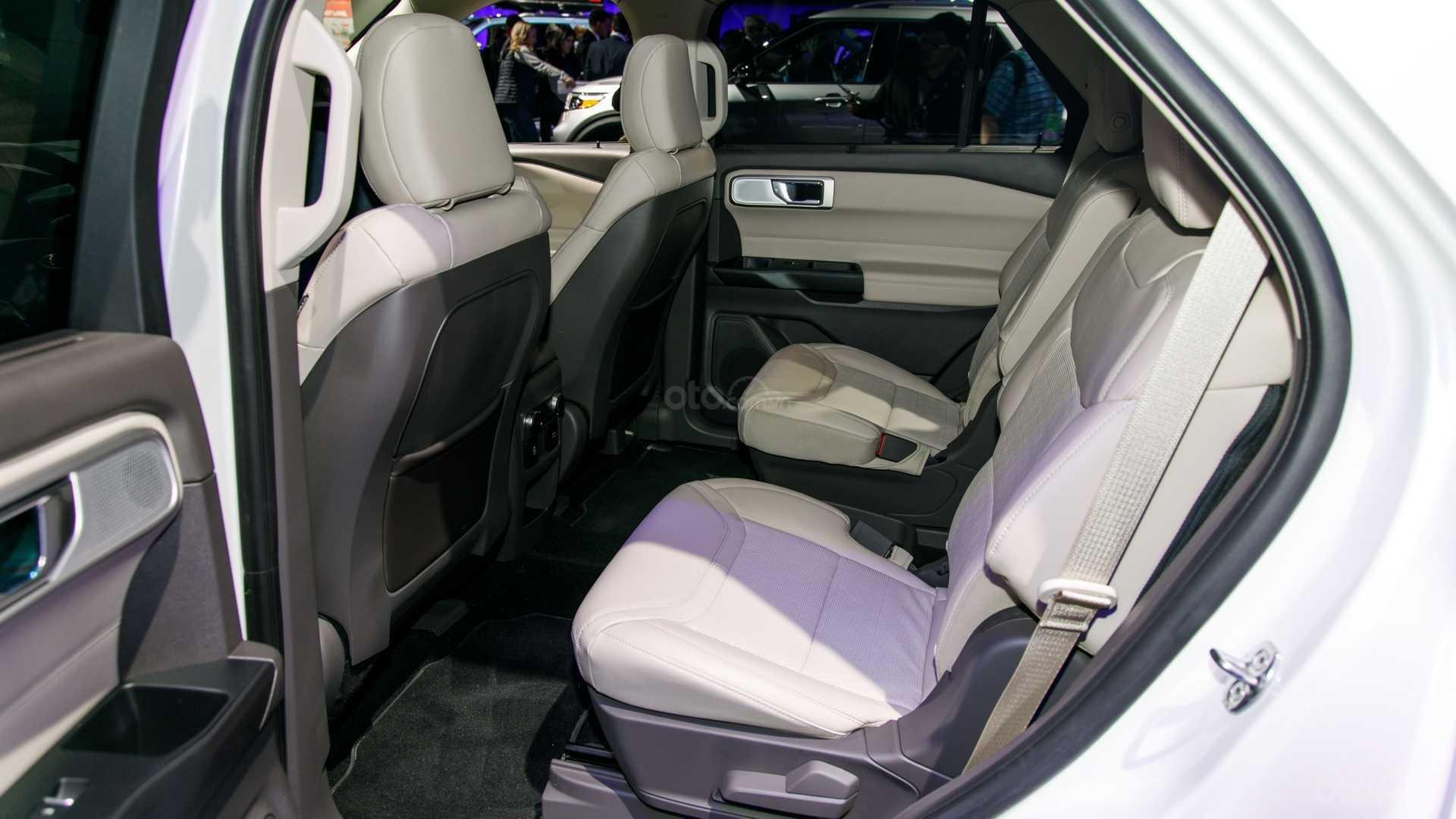 Đánh giá xe Ford Explorer 2020 về khoang nội thất