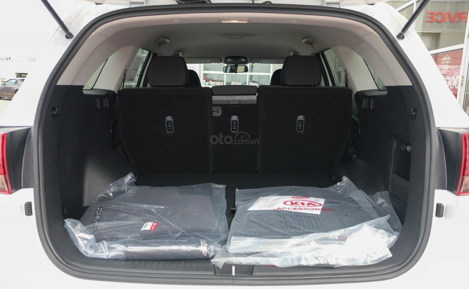 Đánh giá xe Kia Sorento 2019 về khoang hành lý - Gập hàng 3 sẽ mở rộng không gian