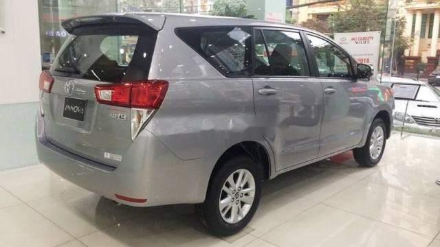 Bán xe Toyota Innova năm 2019, màu xám, giá 735tr-3