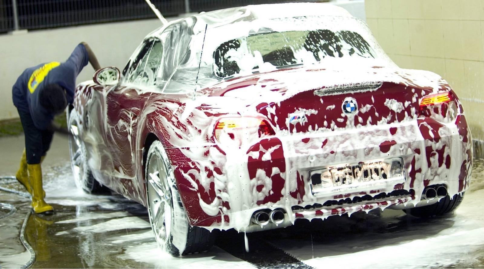 Rửa xe ô tô sau những hành trình dài...