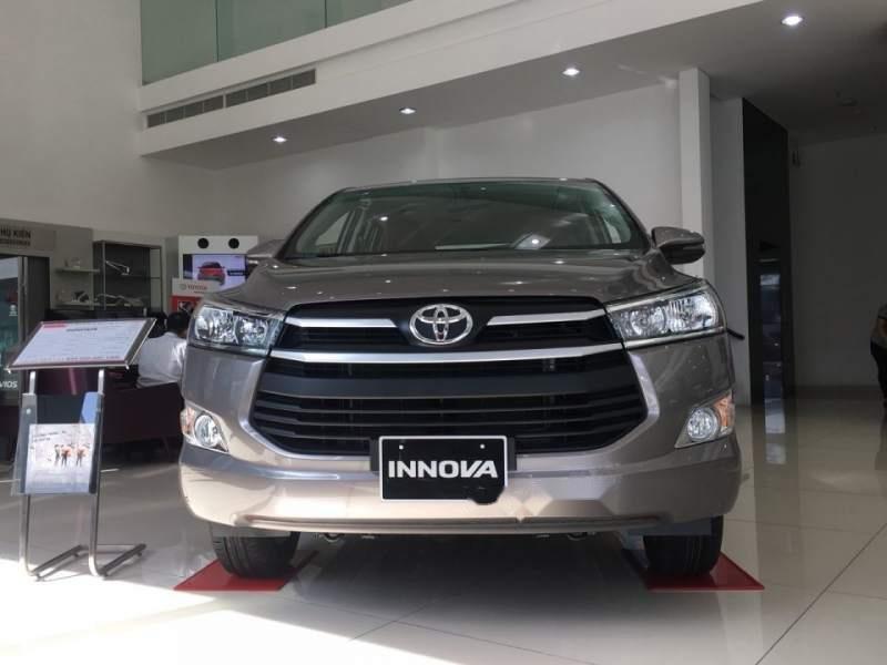 Cần bán Toyota Innova 2.0E năm 2019, màu xám-0