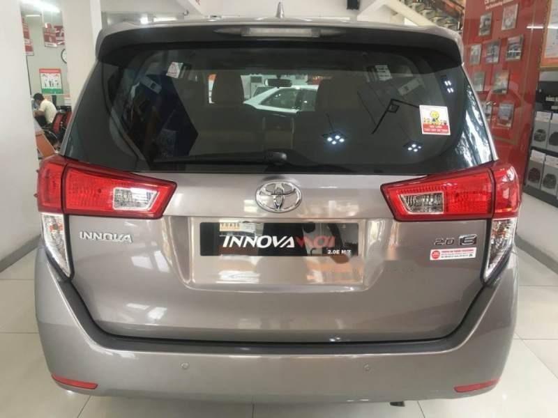 Bán Toyota Innova 2.0E đời 2019, màu xám-2