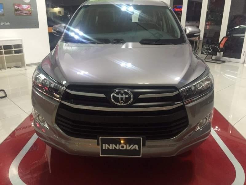 Bán Toyota Innova 2.0E đời 2019, màu xám-0