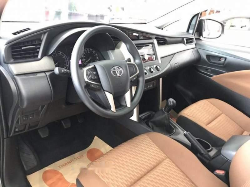 Cần bán Toyota Innova 2.0E năm 2019, màu xám-4