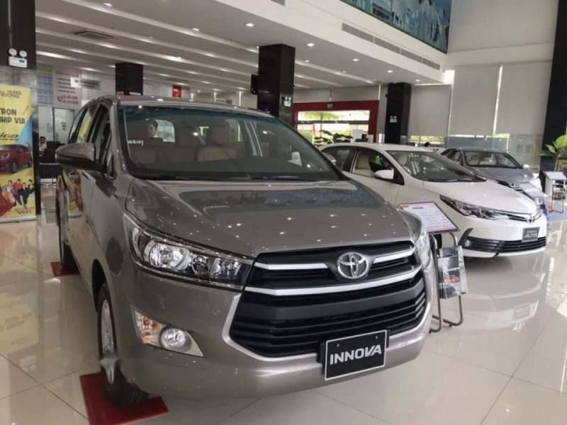 Cần bán Toyota Innova 2.0E năm 2019, màu xám-1