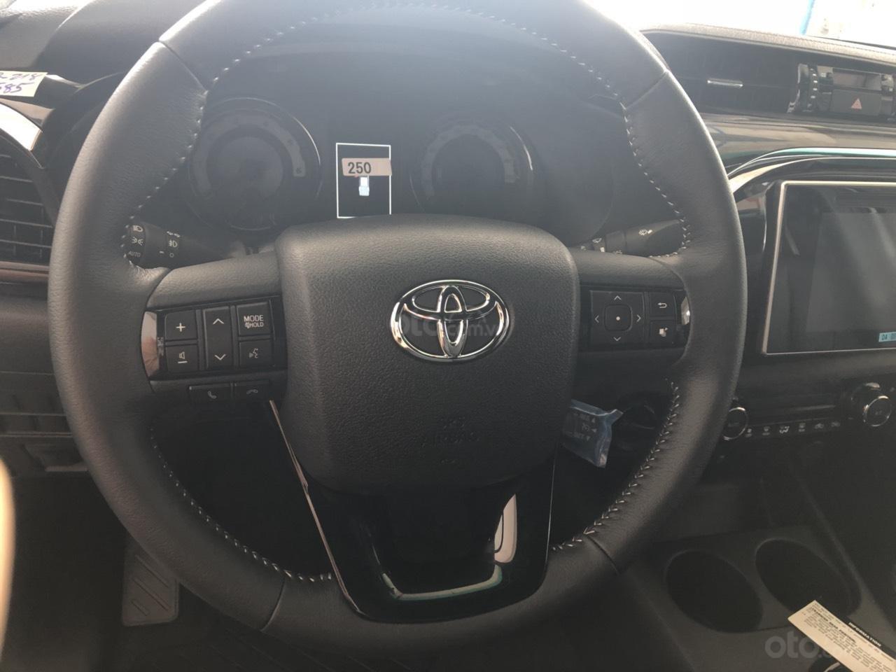 Toyota Hilux 2.8Q (4X4) 2 cầu, màu trắng, xe nhập, giao ngay, xe mới 100%-2