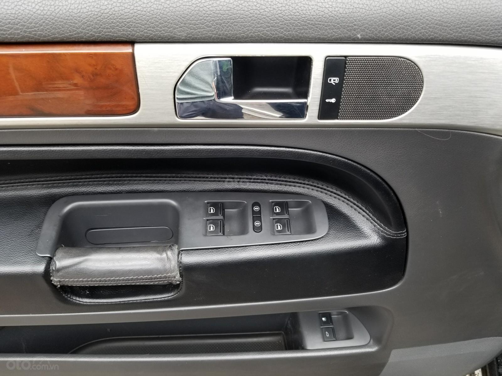 Cần bán Volkswagen Touareg model 2009, màu đen, máy dầu-6