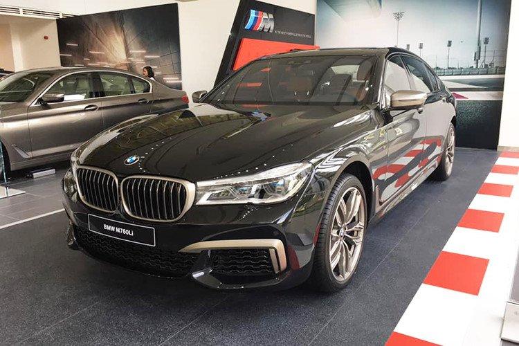 BMW M760Li 2019 chính hãng có giá lăn bánh lên tới hơn 14 tỷ đồng.