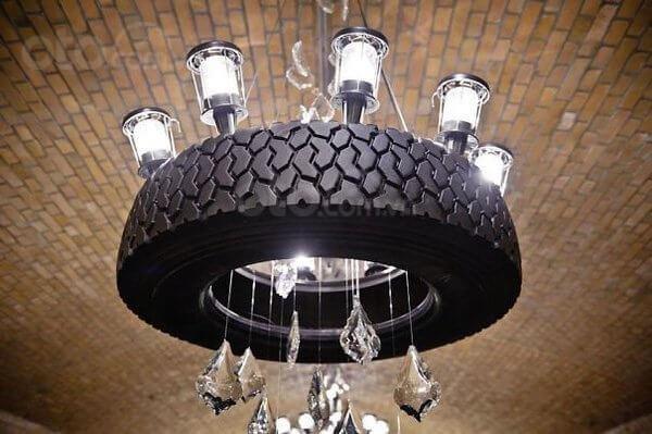 Mô hình đèn chùm bắt mắt được sản xuất từ lốp xe hơi...