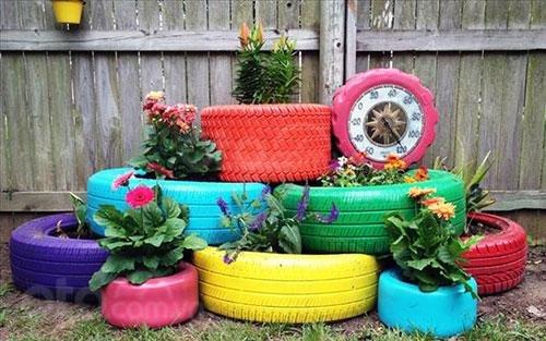 Chậu trồng hoa được tái chế từ lốp xe cũ bỏ đi...