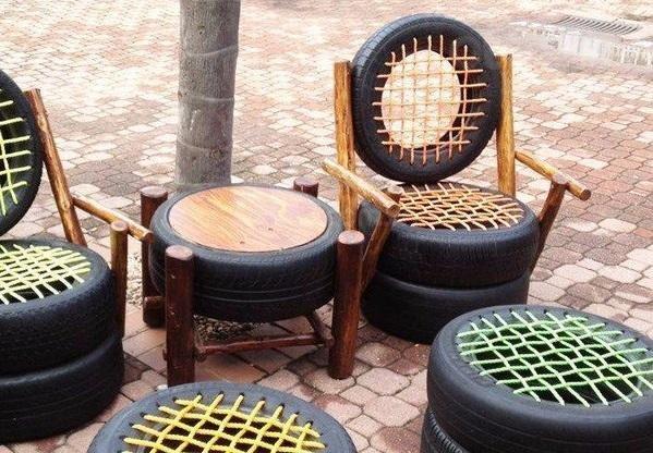 Bộ bàn ghế sản xuất từ lốp xe...