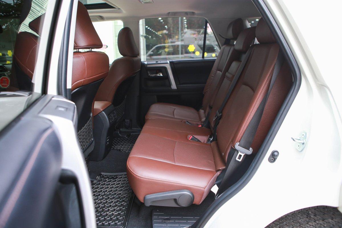 Toyota 4Runner Limited 2018 trang bị ghế ngồi, vô-lăng, bảng điều khiển