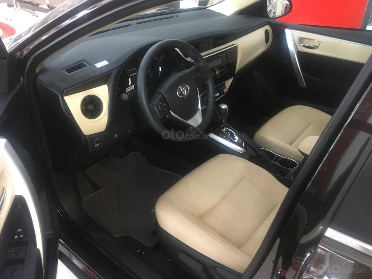 Bán Toyota Corolla Altis 1.8E CVT số tự động năm 2019, màu đen, giá 700tr-2