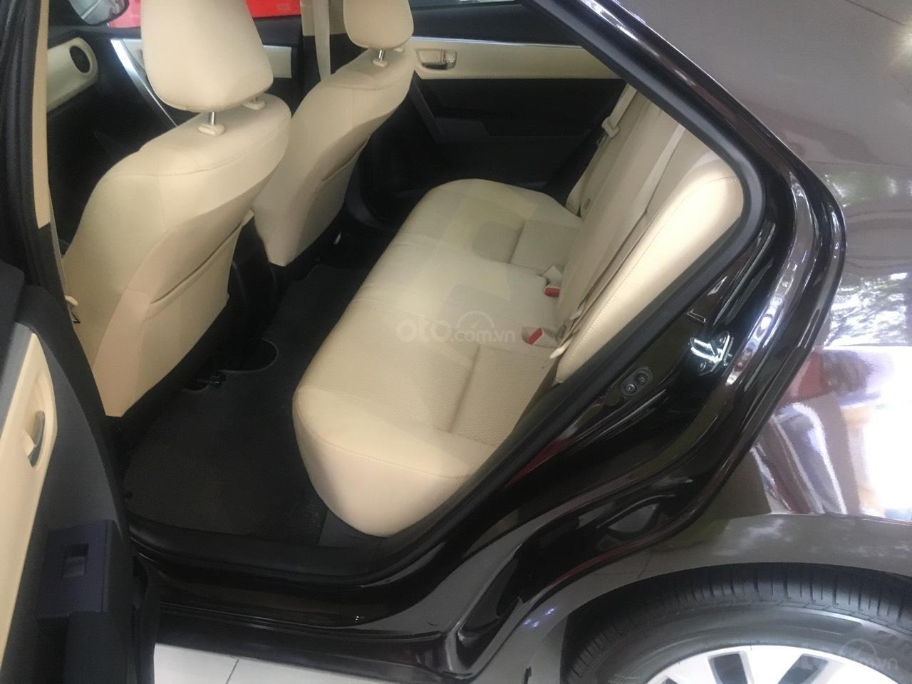 Bán Toyota Corolla Altis 1.8E CVT số tự động năm 2019, màu đen, giá 700tr-3