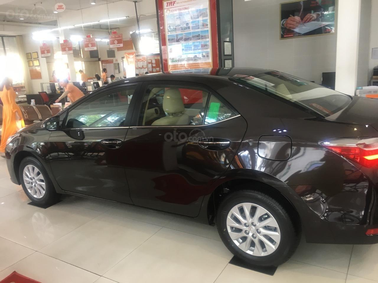 Bán Toyota Corolla Altis 1.8E CVT số tự động năm 2019, màu đen, giá 700tr-4
