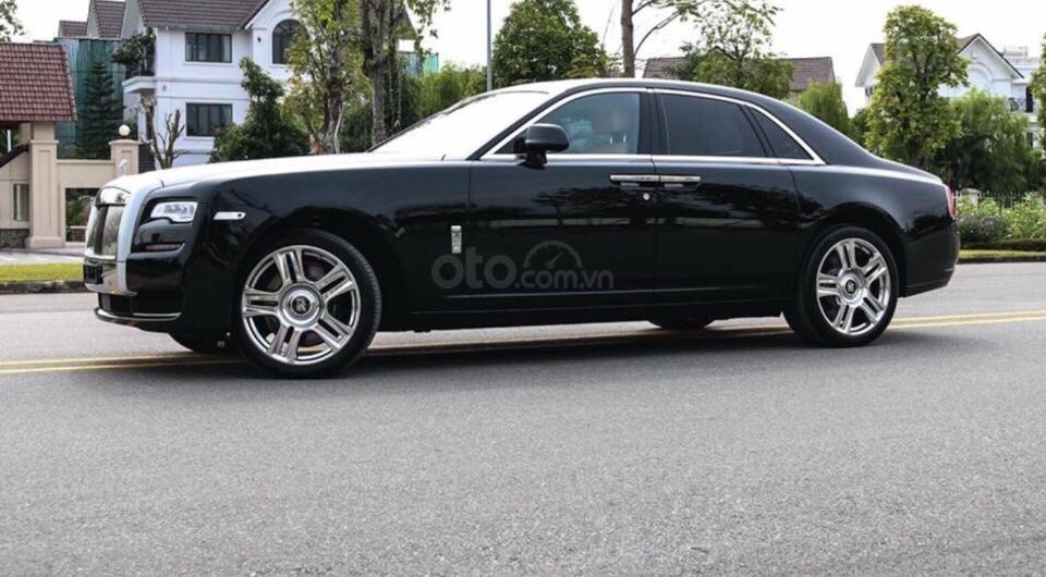 Bán Rolls-Royce Ghost series 2, màu đen nóc bạc đi 10.000km (4)