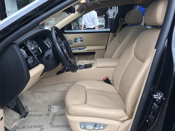 Bán Rolls-Royce Ghost series 2, màu đen nóc bạc đi 10.000km (11)