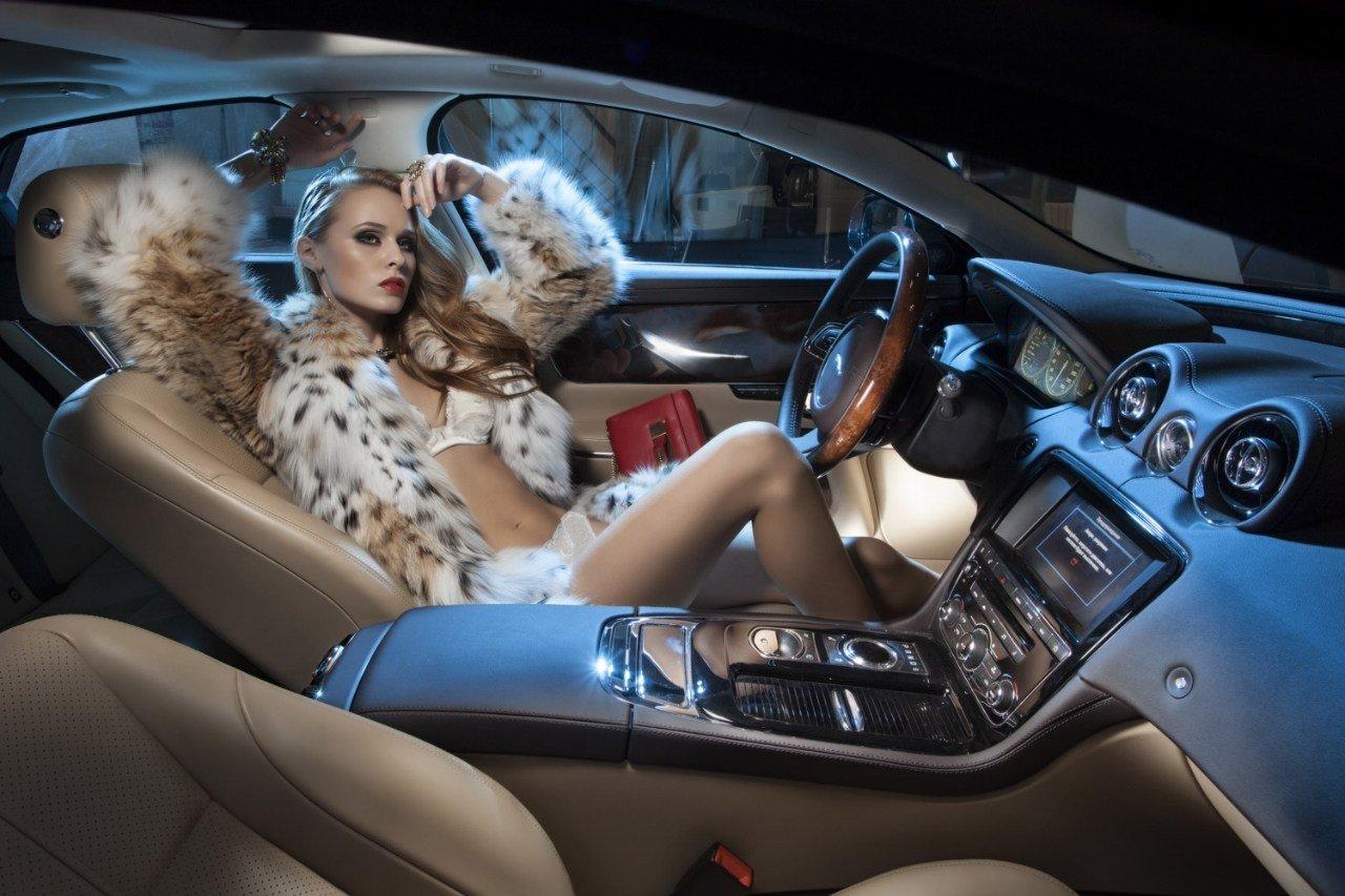 """Bộ ảnh """"nội thất"""" mỹ nữ và siêu xe để tri ân khách hàng của TransTechService7"""