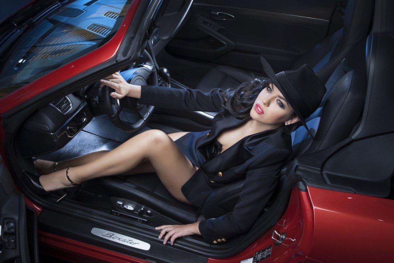 """Bộ ảnh """"nội thất"""" mỹ nữ và siêu xe để tri ân khách hàng của TransTechService2aa"""