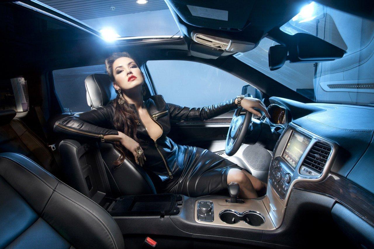 """Bộ ảnh """"nội thất"""" mỹ nữ và siêu xe để tri ân khách hàng của TransTechService3aa"""