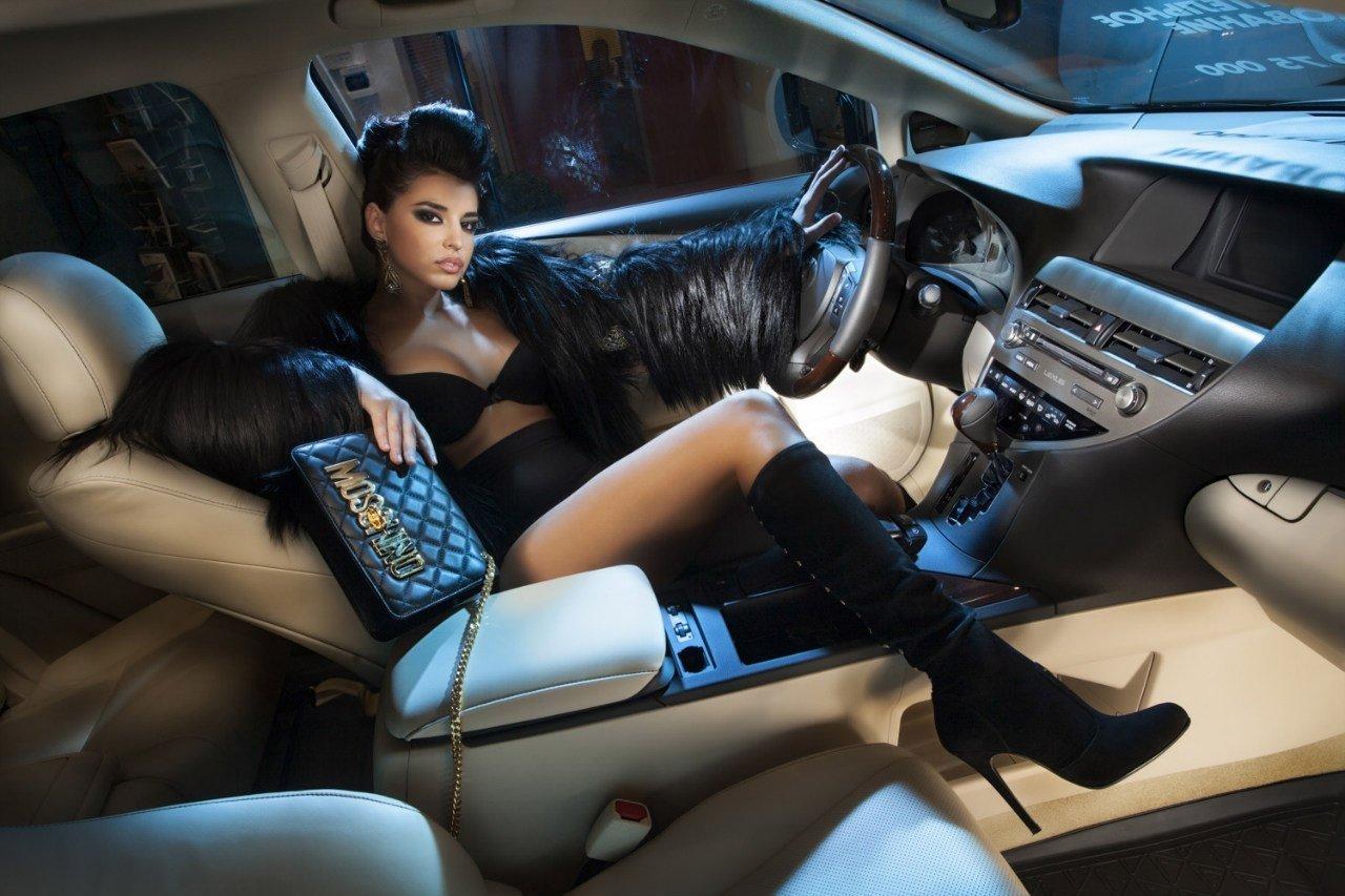 """Bộ ảnh """"nội thất"""" mỹ nữ và siêu xe để tri ân khách hàng của TransTechService6"""