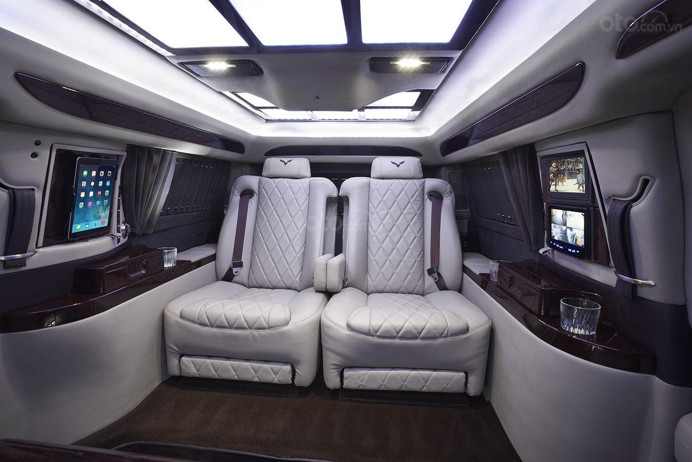 Ghế ngồi trong xe Cadillac Escalade AddArmor Edition