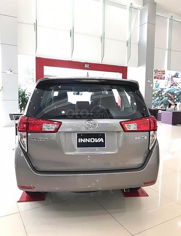 Bán ô tô Toyota Innova 2.0E đời 2019, màu xám -0