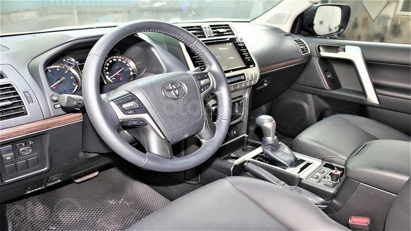 Khoang cabin Toyota Prado 2019...