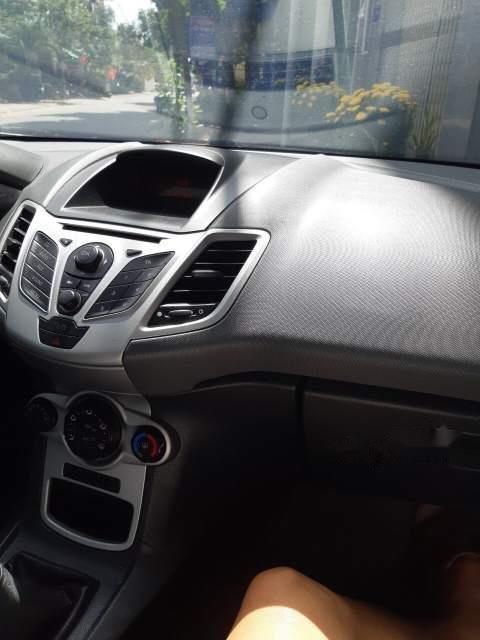 Cần bán xe Ford Fiesta 2011, màu bạc, giá 280tr-3